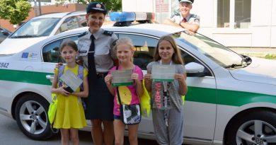 Netikėtumas vaikams – pagyrimai iš policininkų rankų