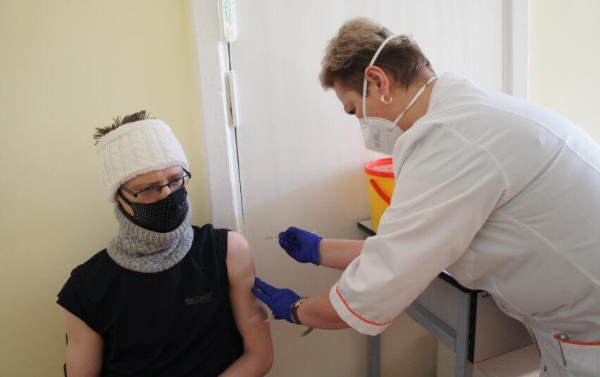 Pradėtas Onkologijos klinikos pacientų skiepijimas COVID-19 vakcina